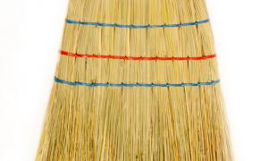 Classic broom with three seams