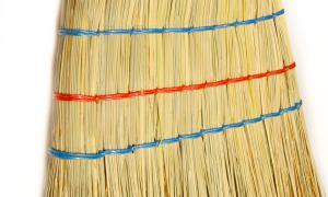 Classic broom with three seams